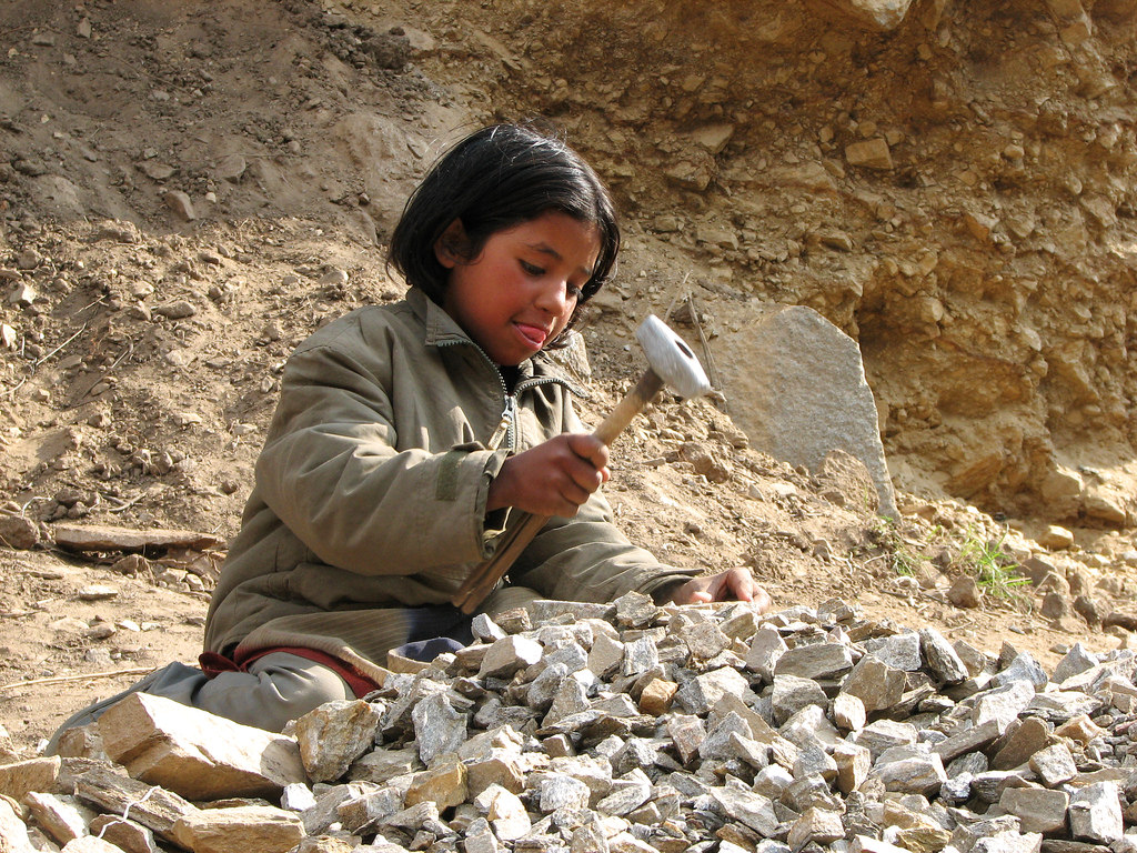 best rock hammer for amature geologists and beginner rockhounds