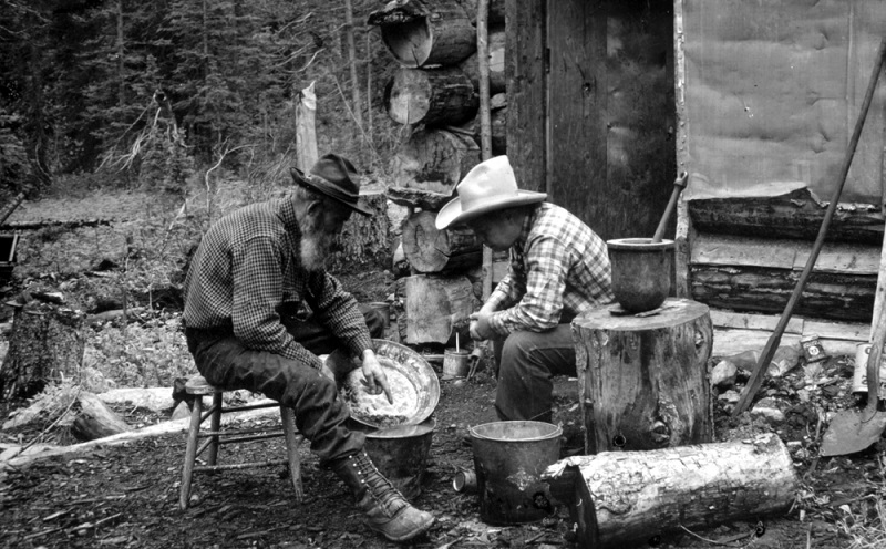what to look for gold panning
