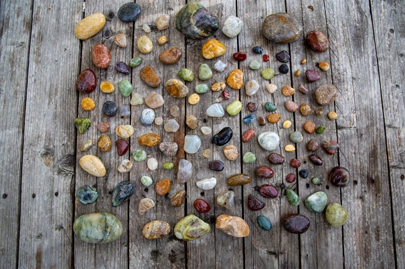 where to find agates