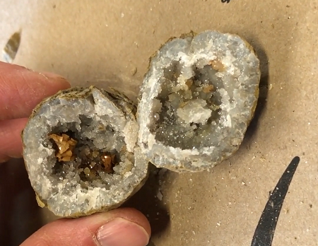 how to crack open keokuk geodes in the field